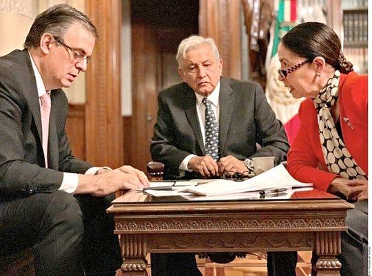 El Presidente Andrés Manuel López Obrador (centro) dio a conocer que sostuvo ayer una conversación telefónica con su homólogo de Estados Unidos, Donald Trump, en la que abordaron temas sobre migración y desarrollo para Centroamérica.