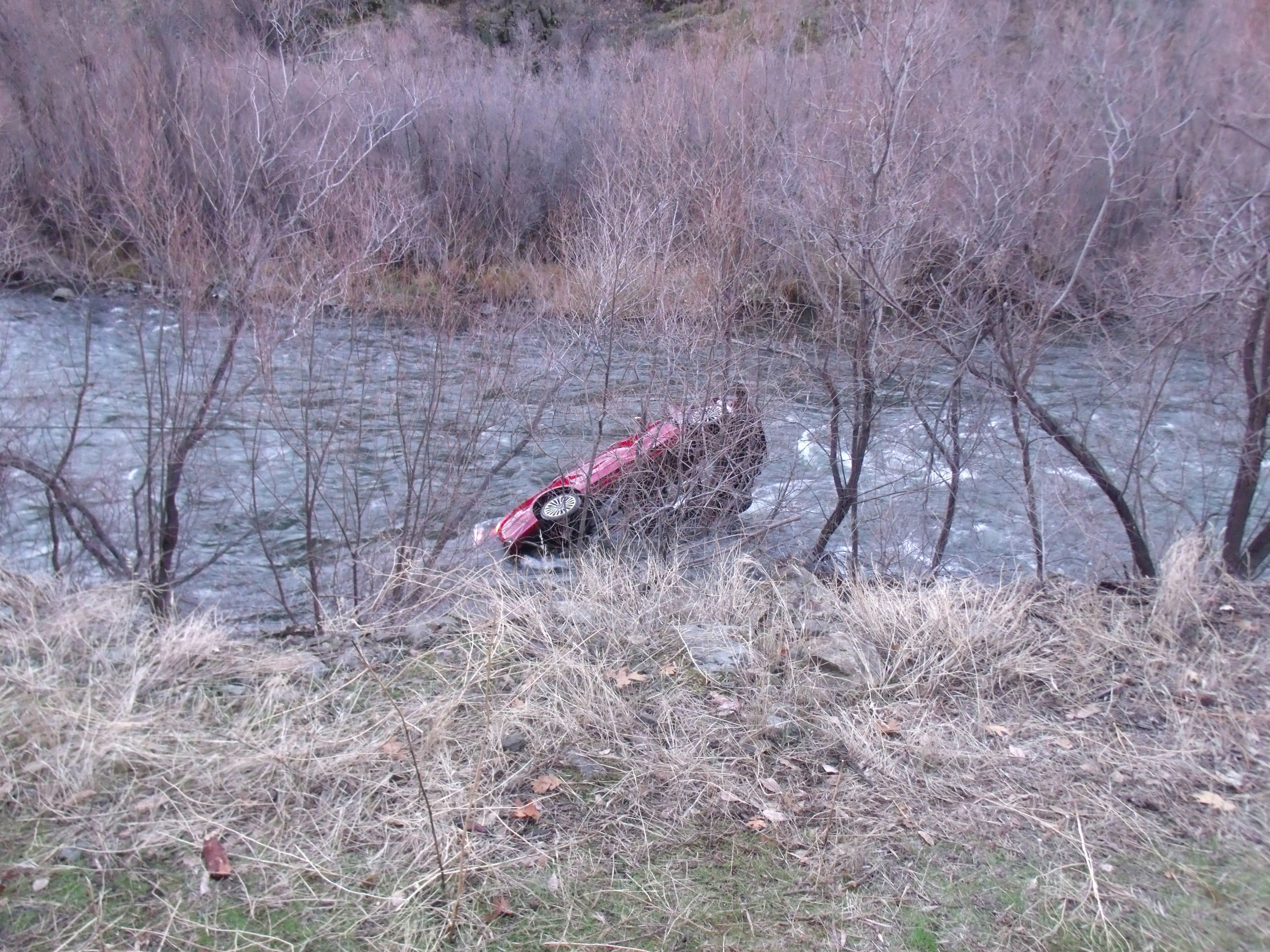Man survives five hours in frigid river after crashing