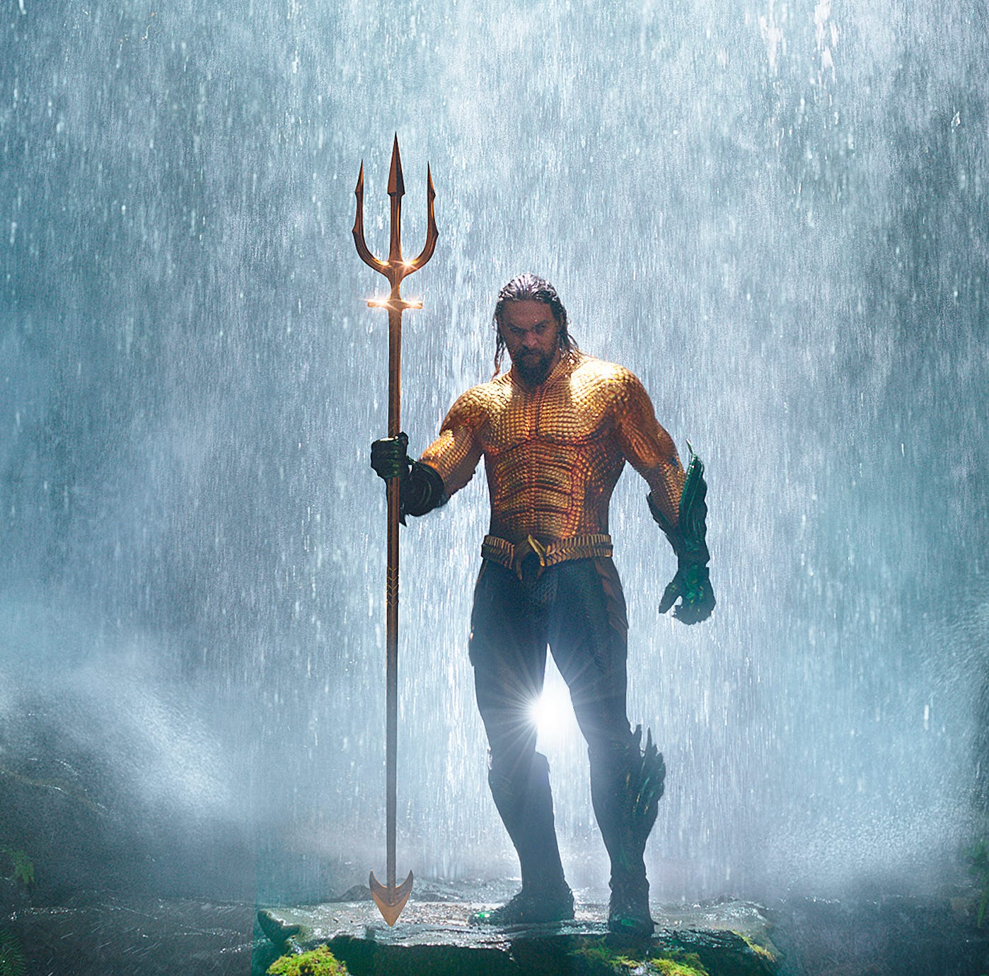 Film review: Charismatic Jason Momoa swims, but 'Aquaman' sinks