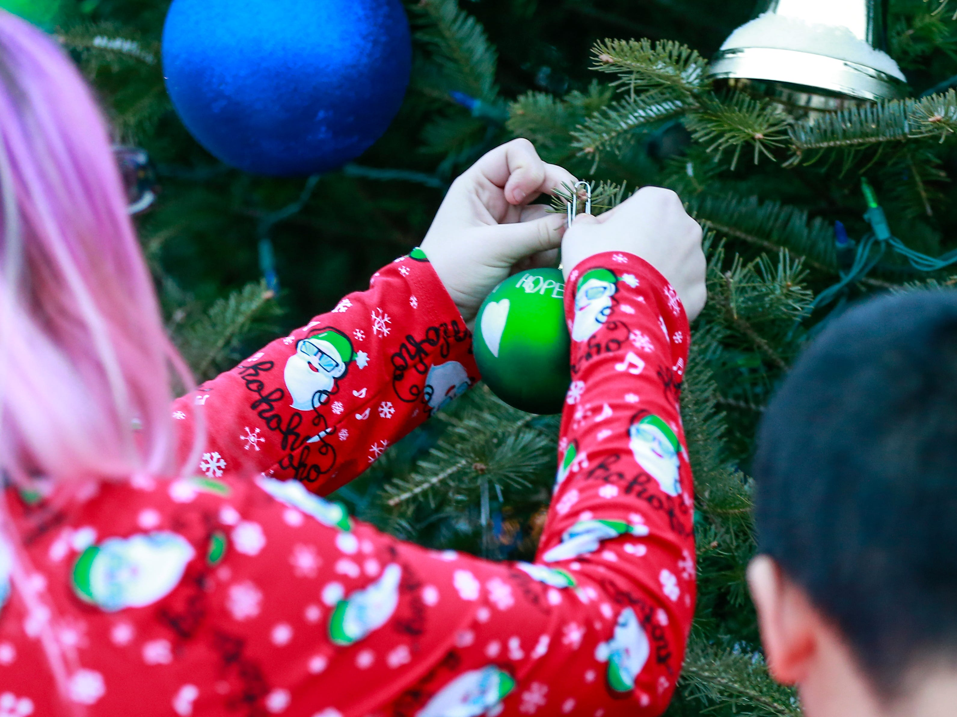 Students hang Christmas ornaments on the Tree of Hope for Jayme Closs Wednesday, Dec. 12, 2018, outside of Riverview Middle School in Barron, Wisc. T'xer Zhon Kha/USA TODAY NETWORK-Wisconsin