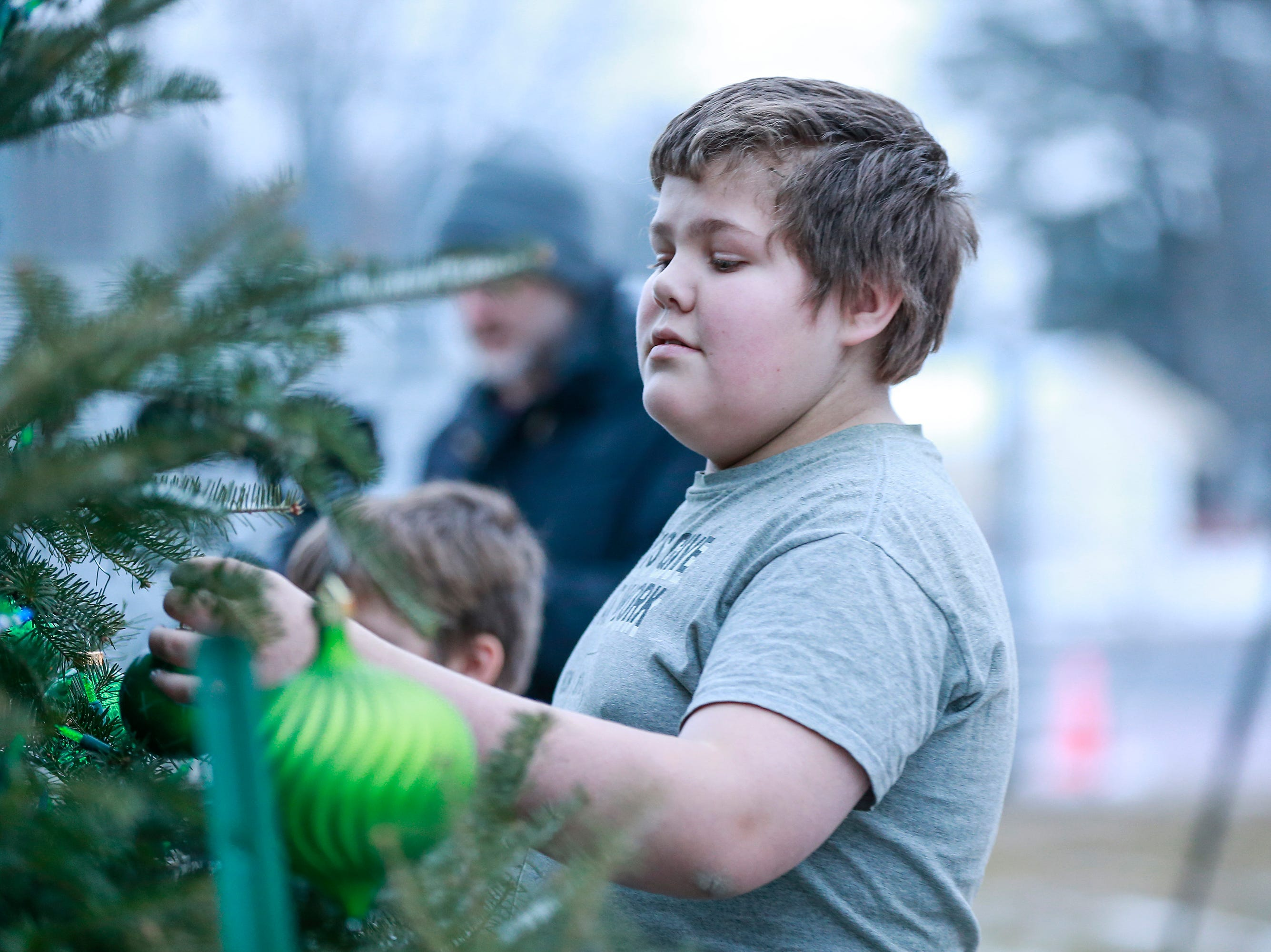 Students decorate Christmas ornaments before the lighting of a Tree of Hope for Jayme Closs ceremony Wednesday, Dec. 12, 2018, outside of Riverview Middle School in Barron, Wisc. T'xer Zhon Kha/USA TODAY NETWORK-Wisconsin
