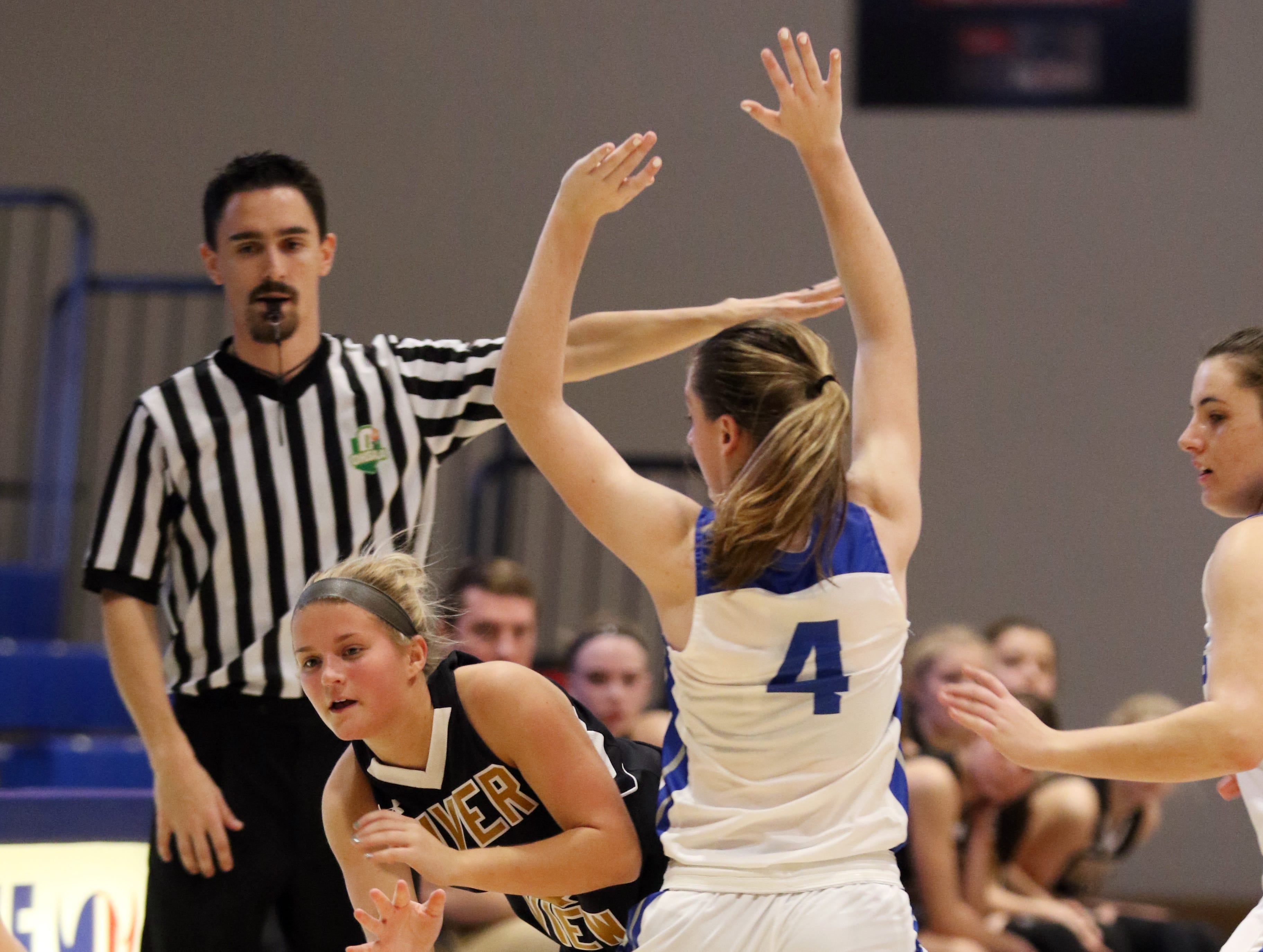 River VIew's Lexi Fry passes out of trouble against Zanesville.