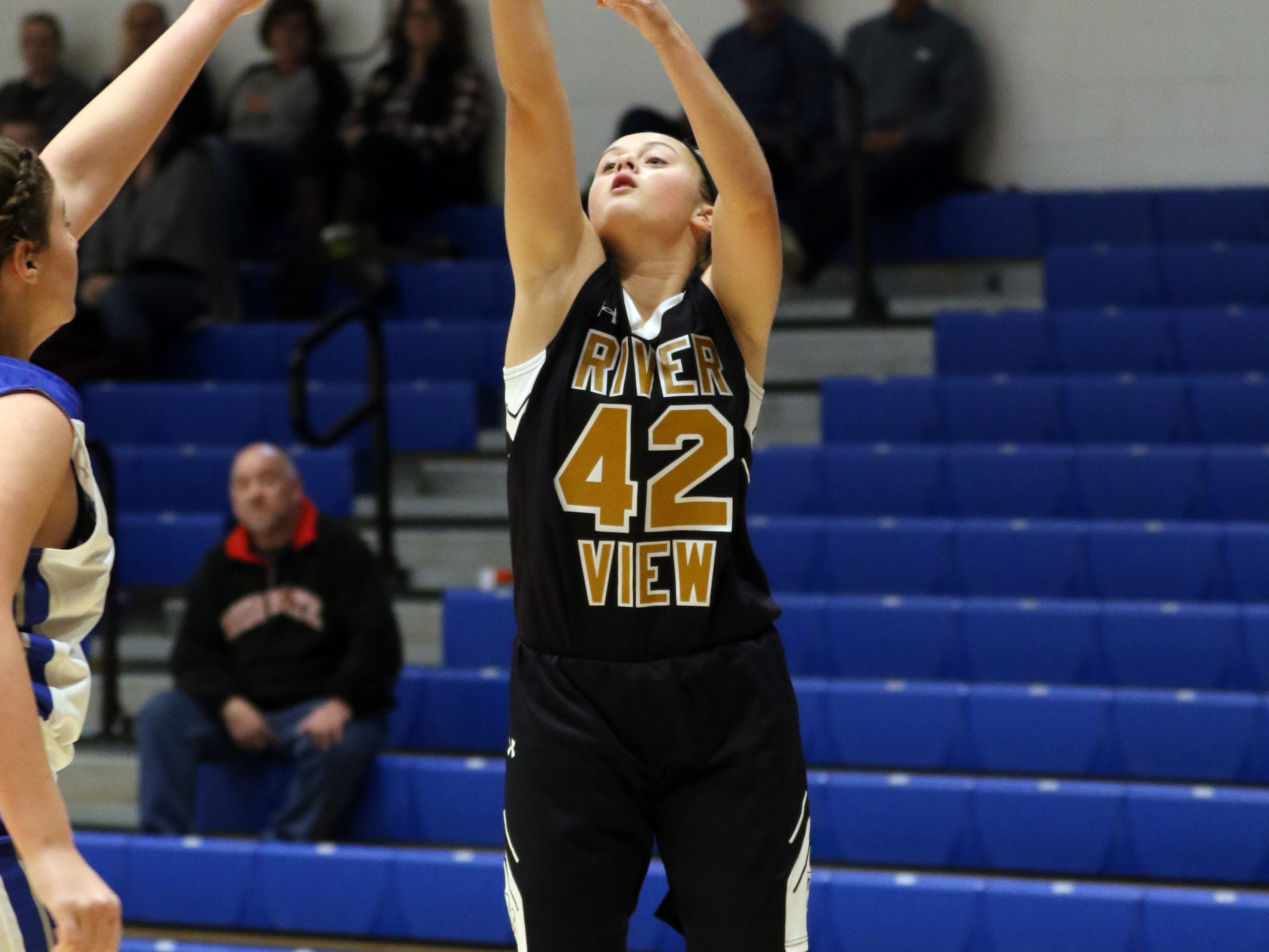 River View's Melanie Giffin puts up a shot against Zanesville.