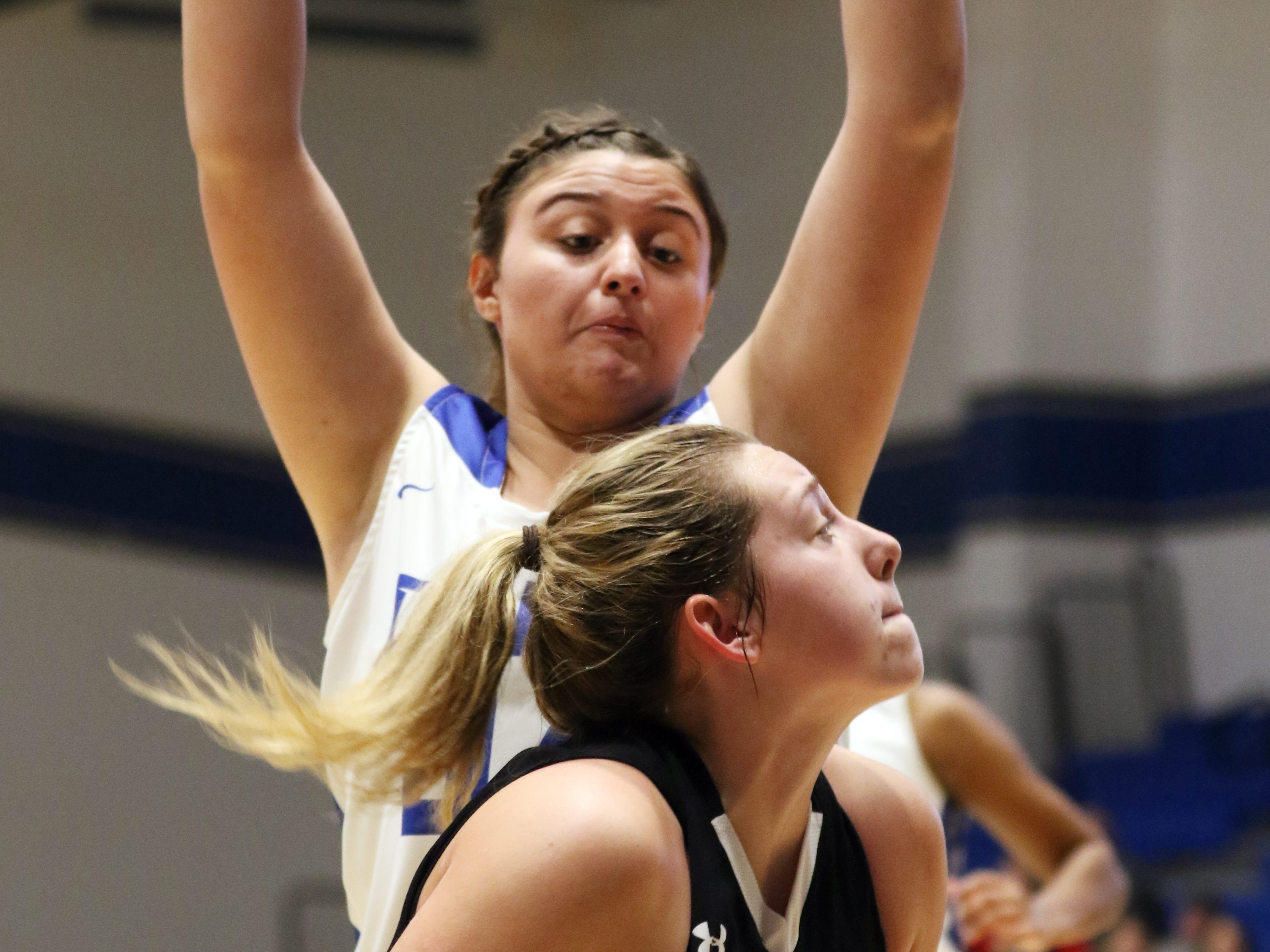 River View's ydney Whiteus eyes the hoop from down low against Zanesville.
