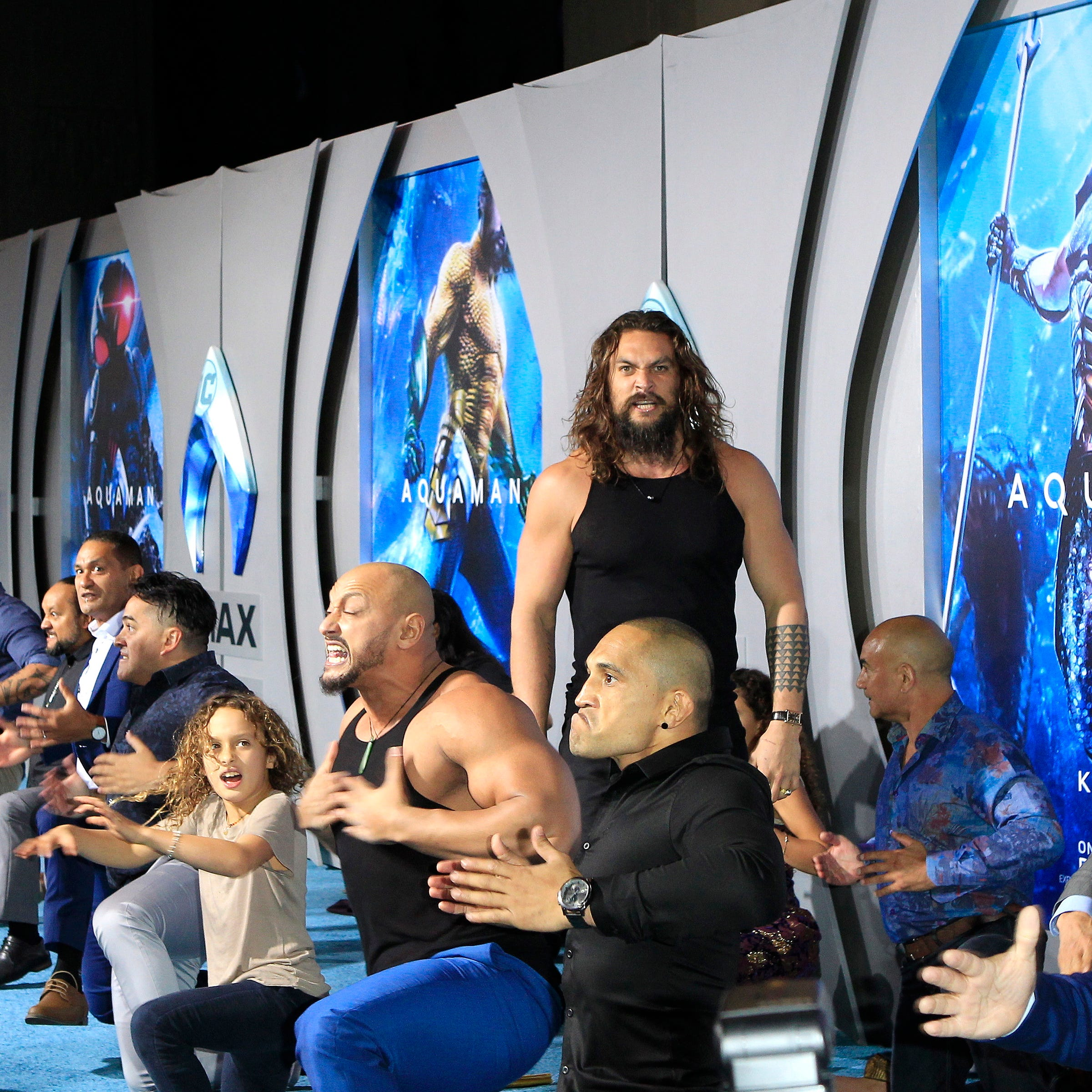 Jason Momoa performs the Haka at the Aquaman premiere with his cast mates and kids.