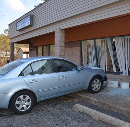 3 women hurt when Hyundai Sonata plows into Manchester doctor's office
