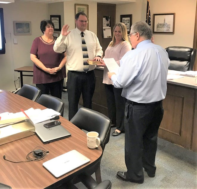 Stephen A. Neal, Jr., takes the oath of office to become Ross County's next treasurer.