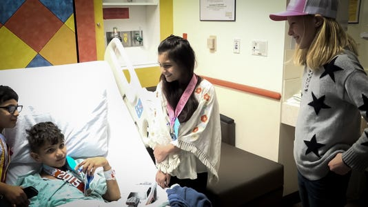 Iowa girl gives away medals to patients at Texas children's