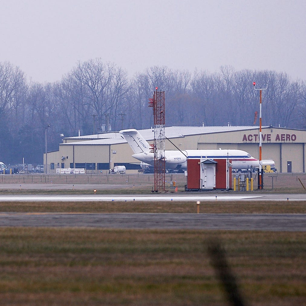 Experimental plane crashes at Willow Run