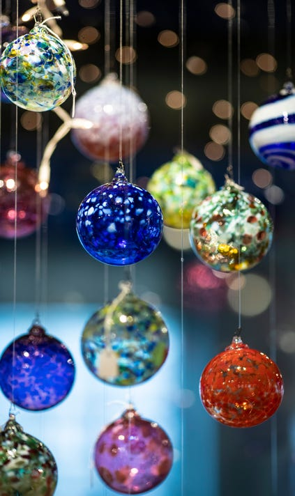 Glassworks Ornaments T9i4253