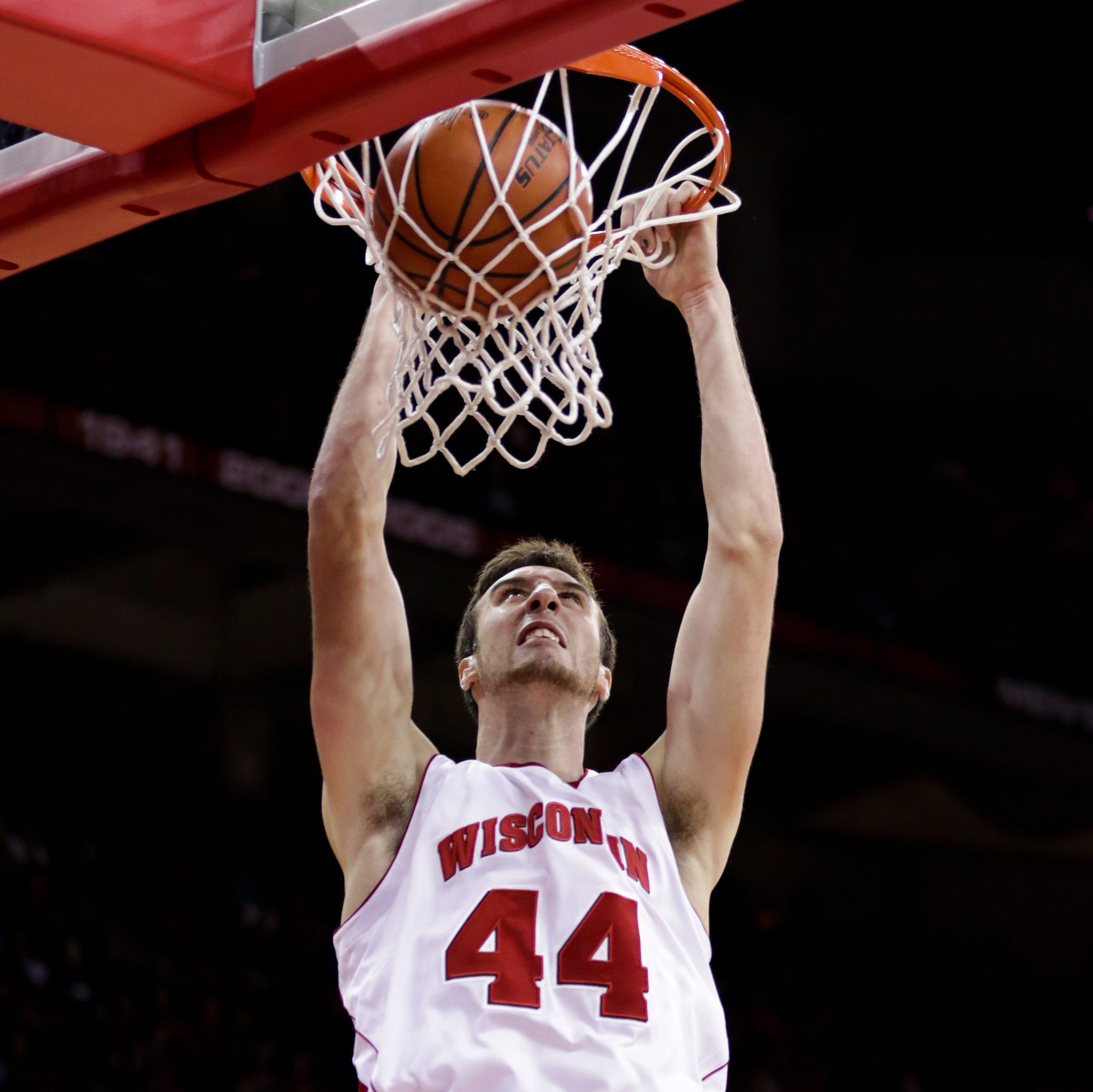 Wisconsin's Frank Kaminsky dunks against North...