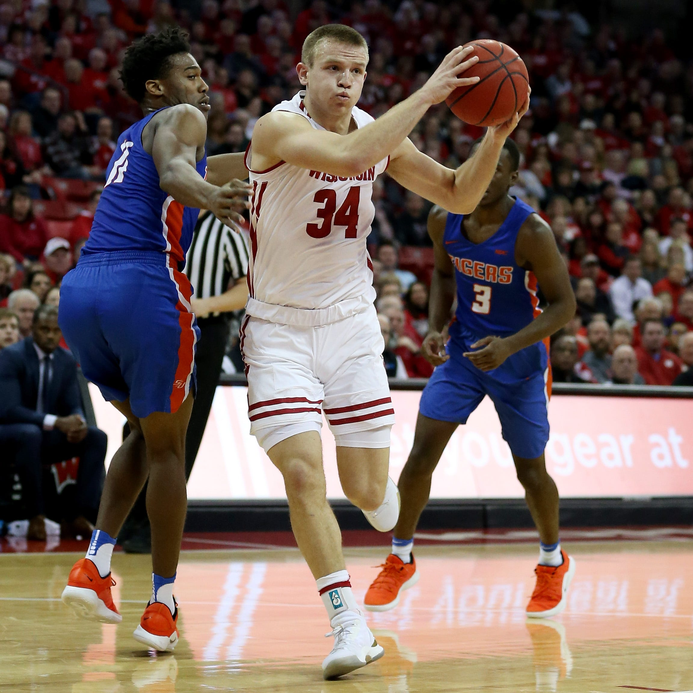 UW 101, Savannah State 60: Brad Davison shoots his way out of his slump