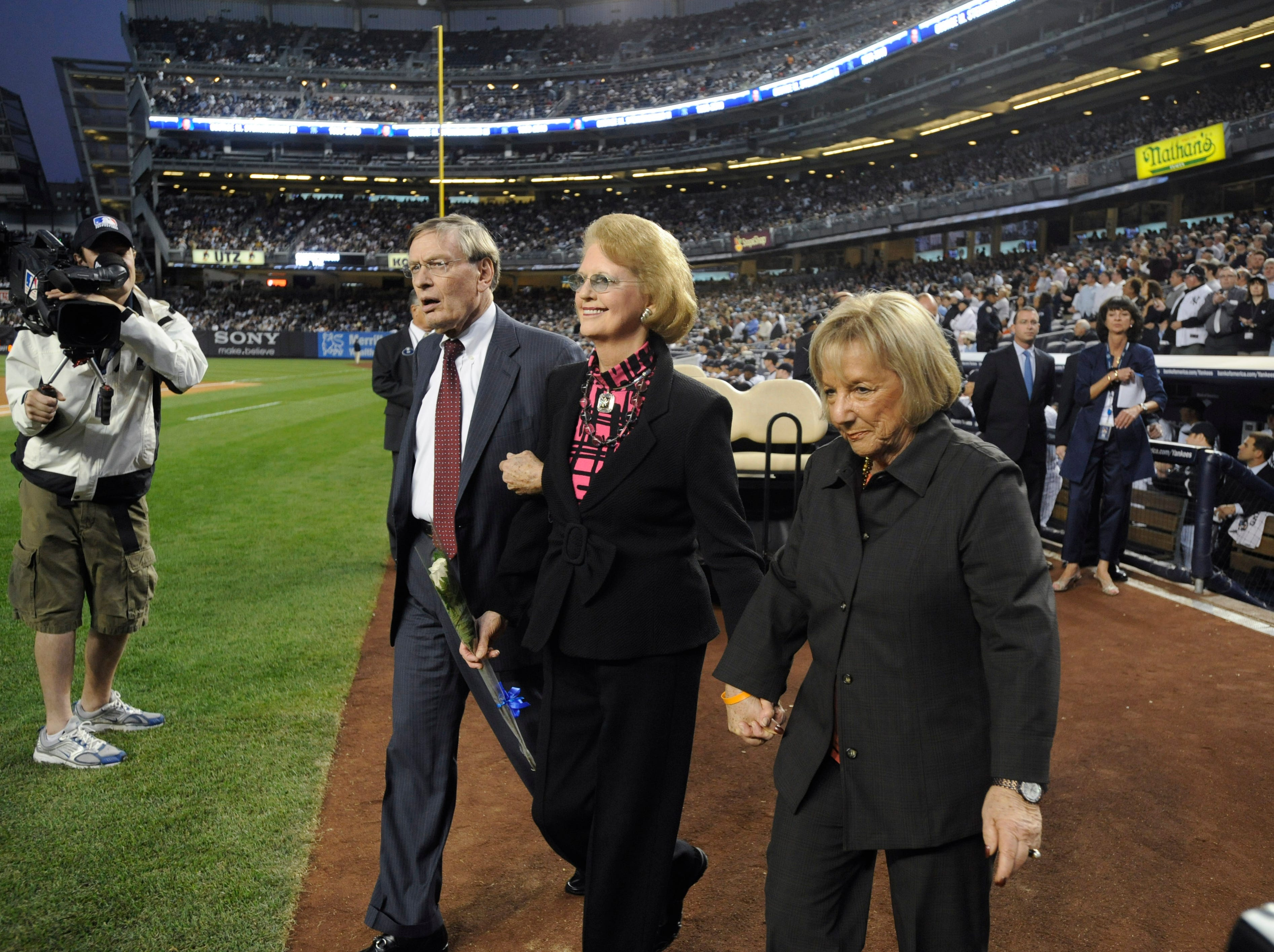 Baseball Commissioner Bud Selig, left, and his wife, Sue, right, escort Joan Steinbrenner, the widow of the late New York Yankees owner, George Steinbrenner, onto the field Monday, Sept. 20, 2010 at Yankee Stadium in New York. (AP Photo/Bill Kostroun)