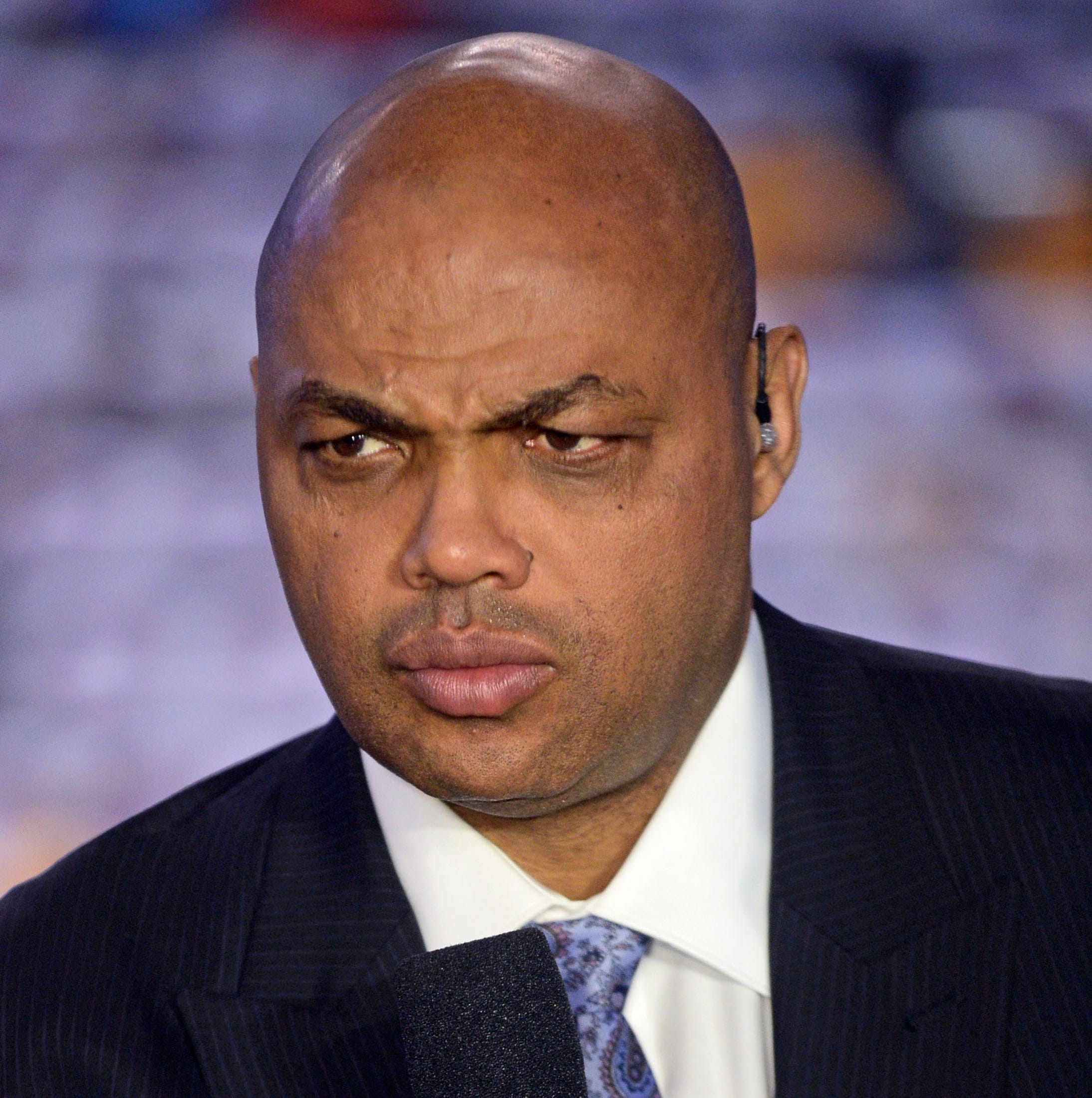 Charles Barkley guarantees a Suns victory, and they snap a 10-game losing streak