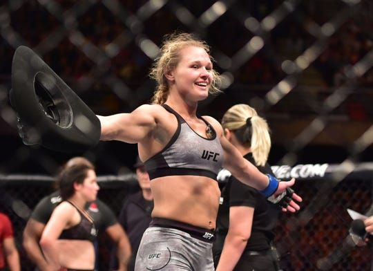 Shreveport's Andrea Lee (right) will fight for the UFC on Saturday in Milwaukee, Wisconsin.