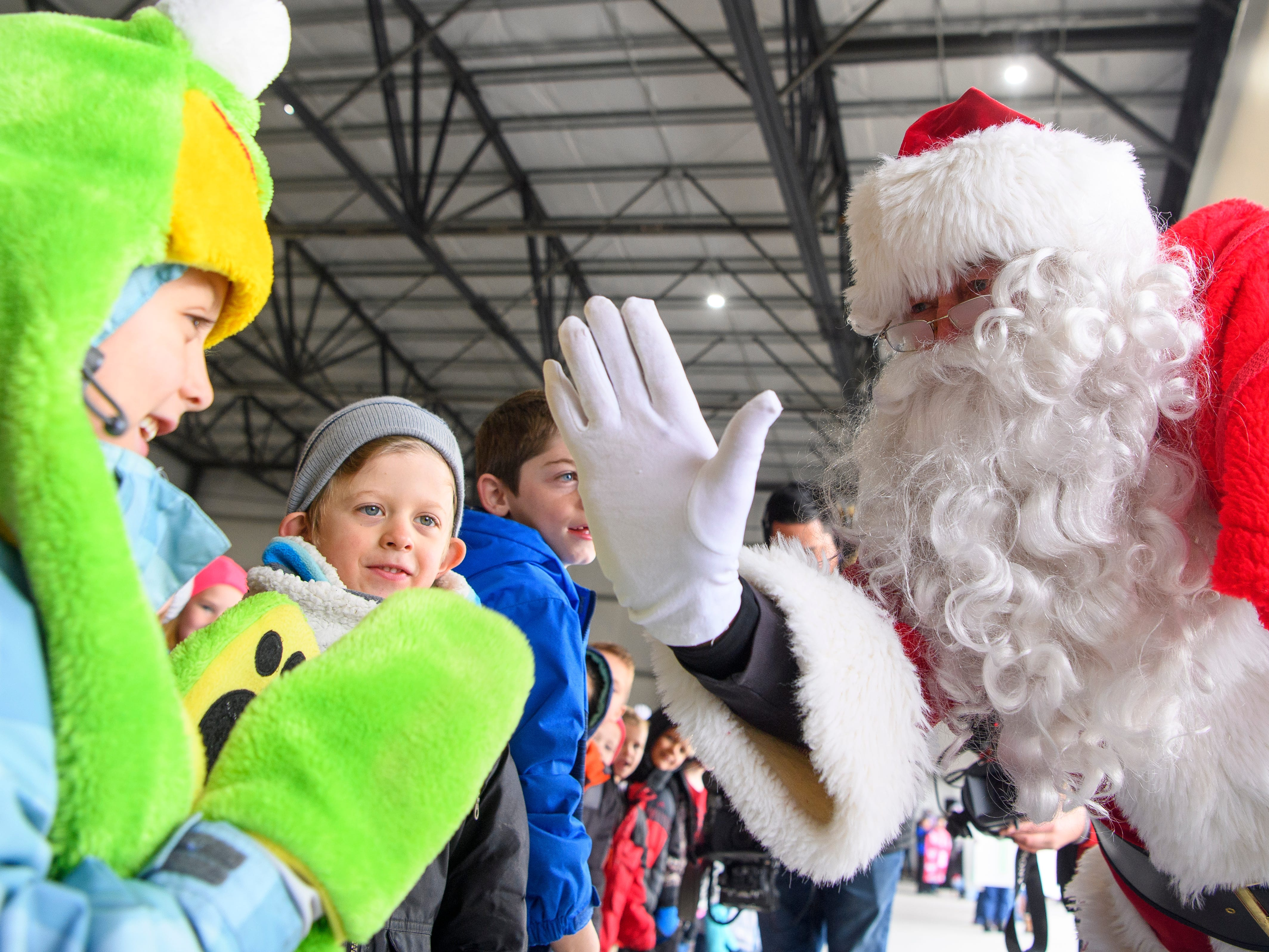 2018 Santa Flight: Special delivery delights Enoch Elementary students