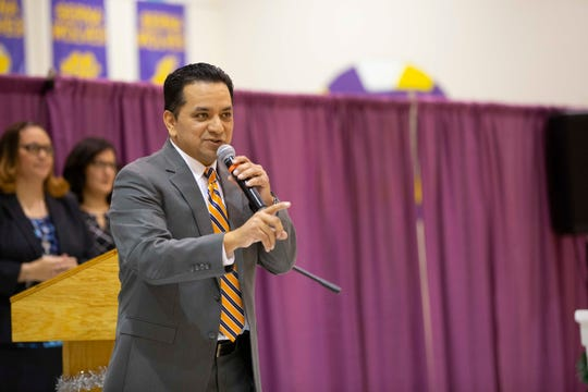 Socorro ISD Superintendent José Espinoza speaks at an event at Ernesto Serna Elementary School in 2018.