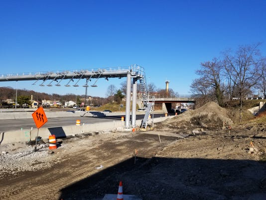 New Rochelle tolling gantry under construction
