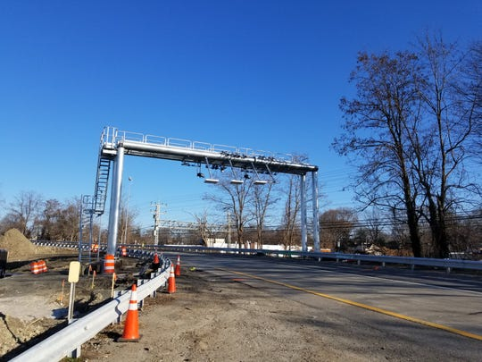 Side ramp tolling gantry in New Rochelle