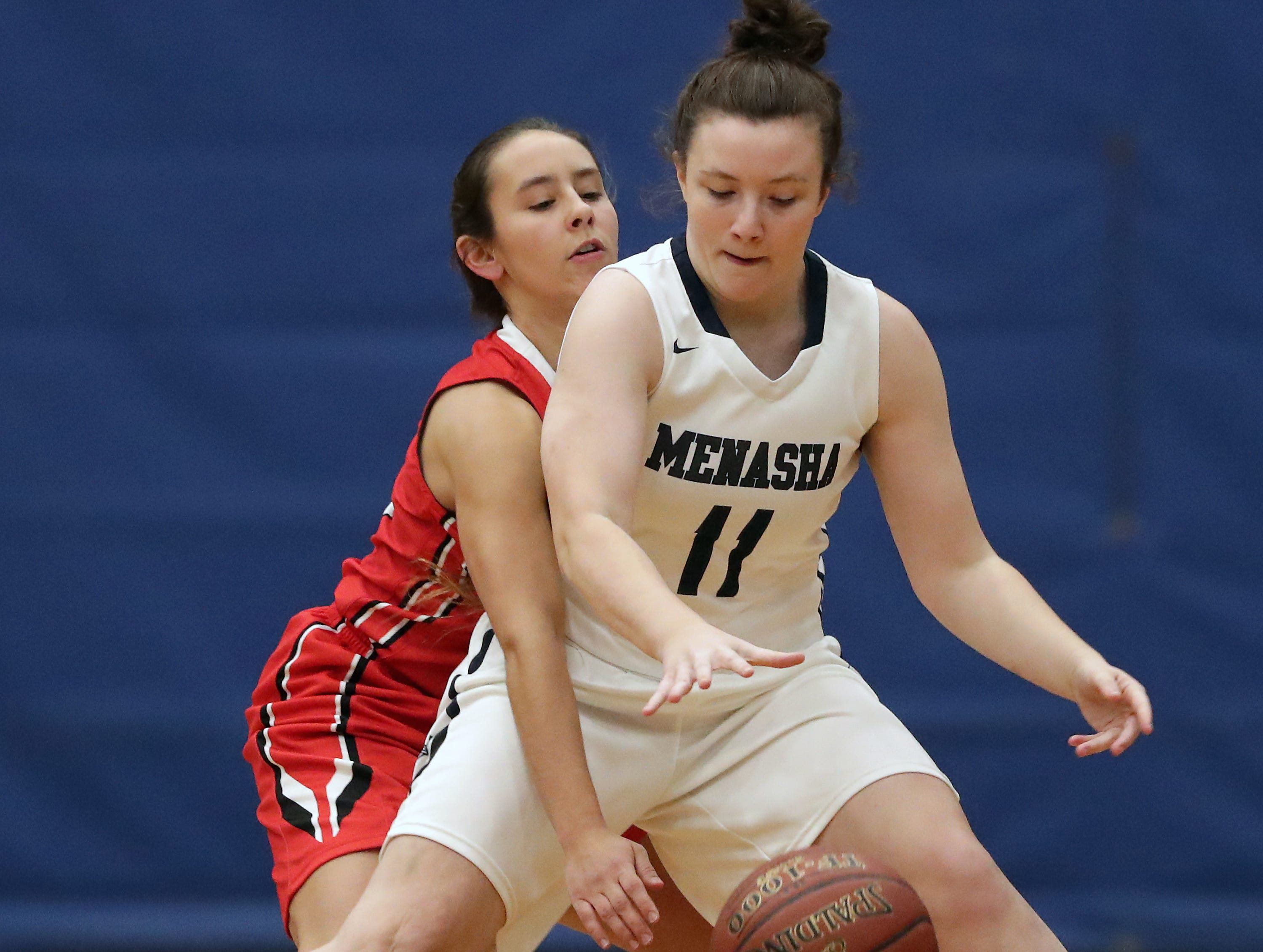 New London High School's #24 Samantha Pfefferle against Menasha High School's #11 Alyssa Roen during their girls basketball game on Friday, December 14, 2018, in Menasha, Wis.Wm. Glasheen/USA TODAY NETWORK-Wisconsin.