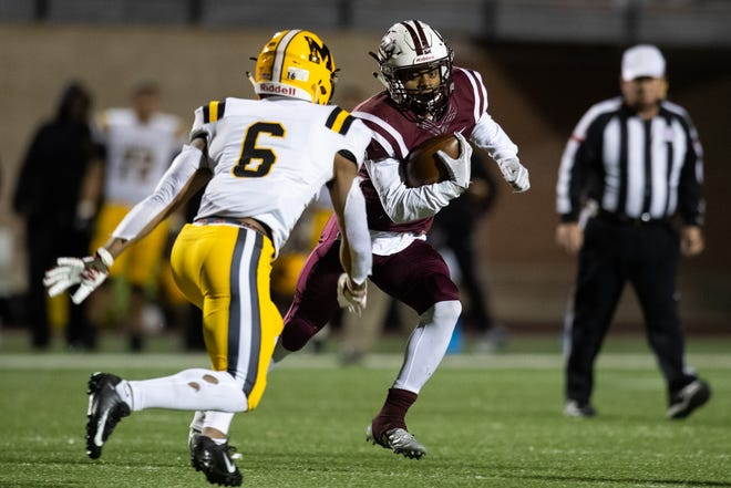 Calallen falls to Fort Bend Marshall 19-17 in the Class 5A Division II state semifinal at Farris Stadium in San Antonio on Friday, Dec. 14, 2018.