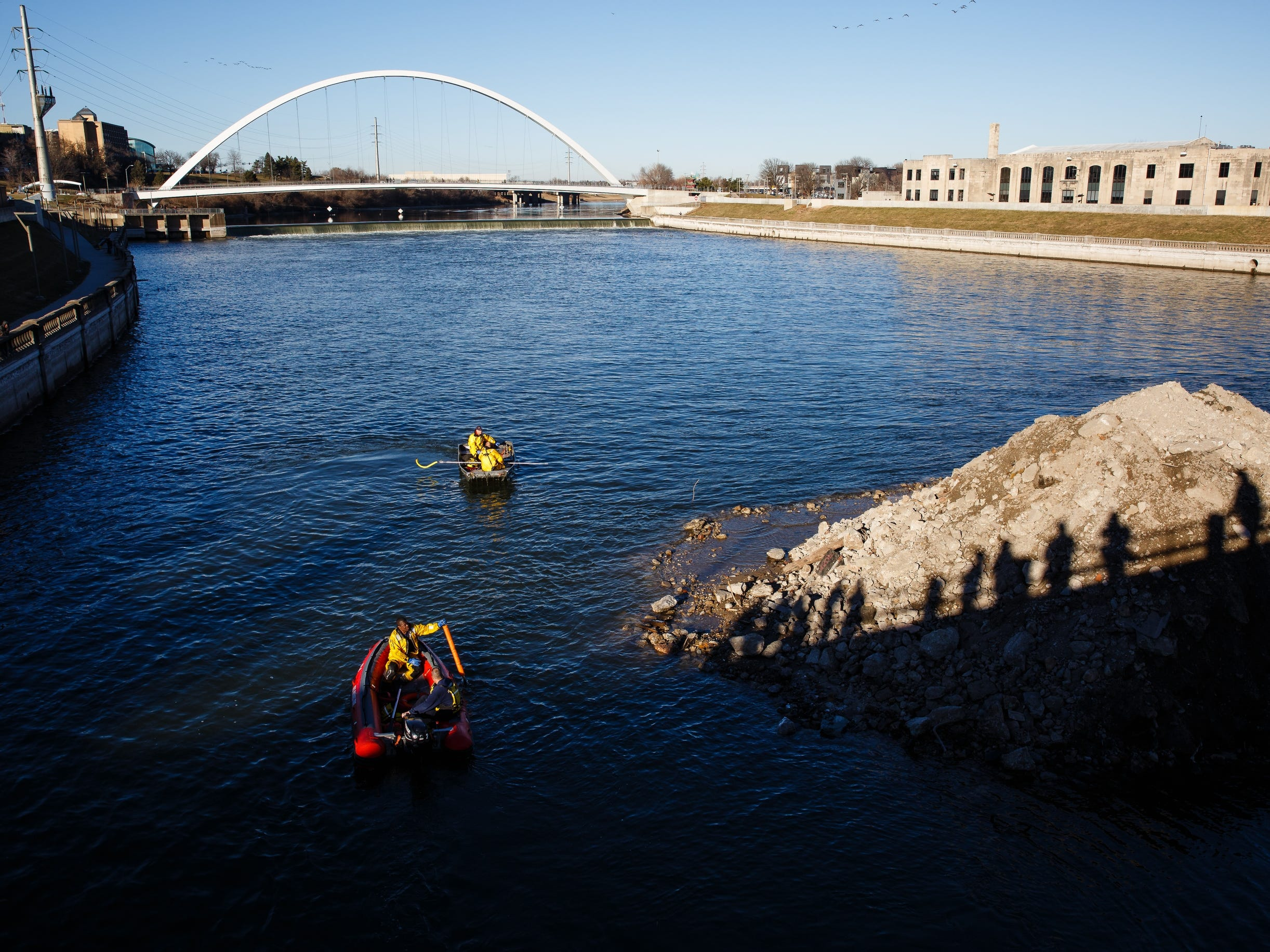 Emergency crews search for a body in the river under the Grand Avenue bridge on Saturday, Dec. 15, 2018, in Des Moines.