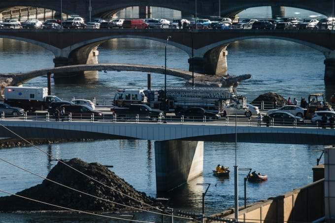 Emergency crews respond to calls about a person in the river under the Grand Avenue bridge on Saturday, Dec. 15, 2018, in Des Moines.