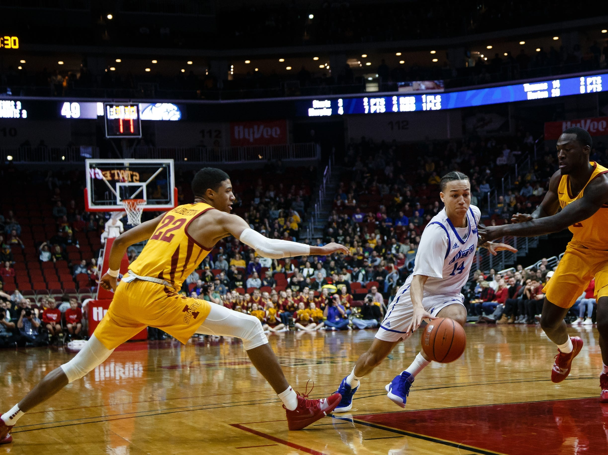 Drake's NoahÊThomas (14) drives to the net during their basketball game at the Hy-Vee Classic on Saturday, Dec. 15, 2018, in Des Moines. Iowa State would go on to defeat Drake 77-68.