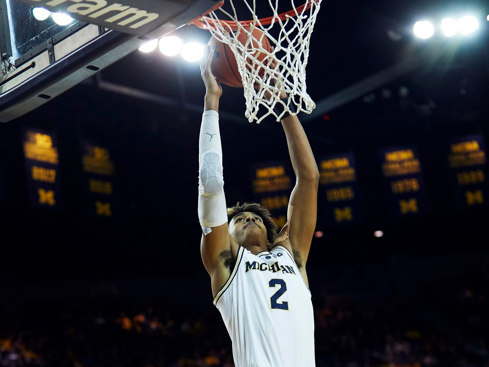 Michigan guard Jordan Poole dunks in the first half on Saturday, Dec. 15, 2018, at Crisler Center.