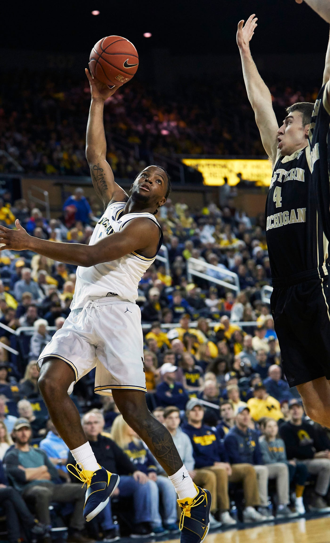 Michigan guard Zavier Simpson shoots on Western Michigan guard Jared Printy in the first half on Saturday, Dec. 15, 2018, at Crisler Center.
