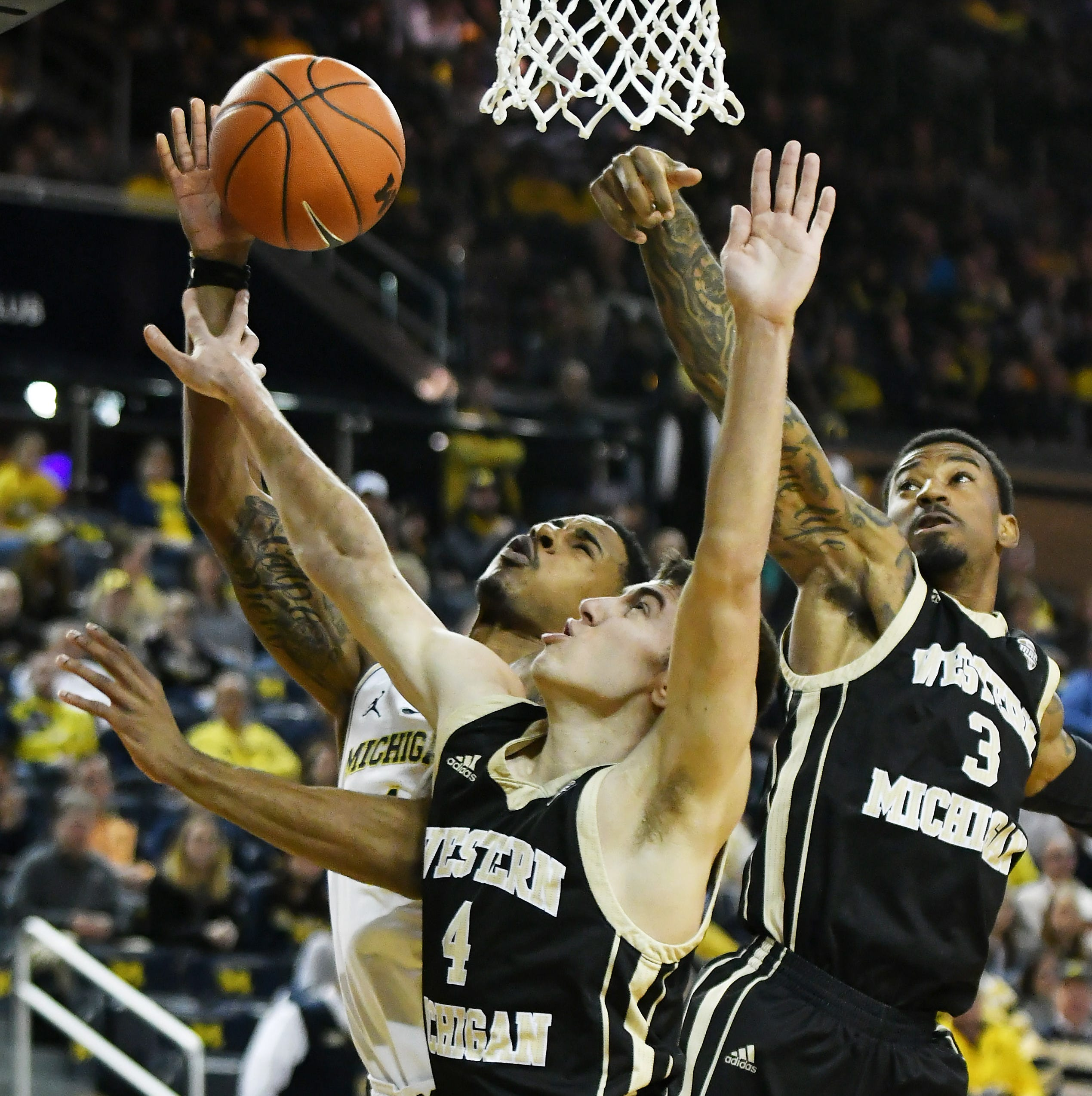 Undefeated Michigan survives sleepy first half to take down Western Michigan, 70-62