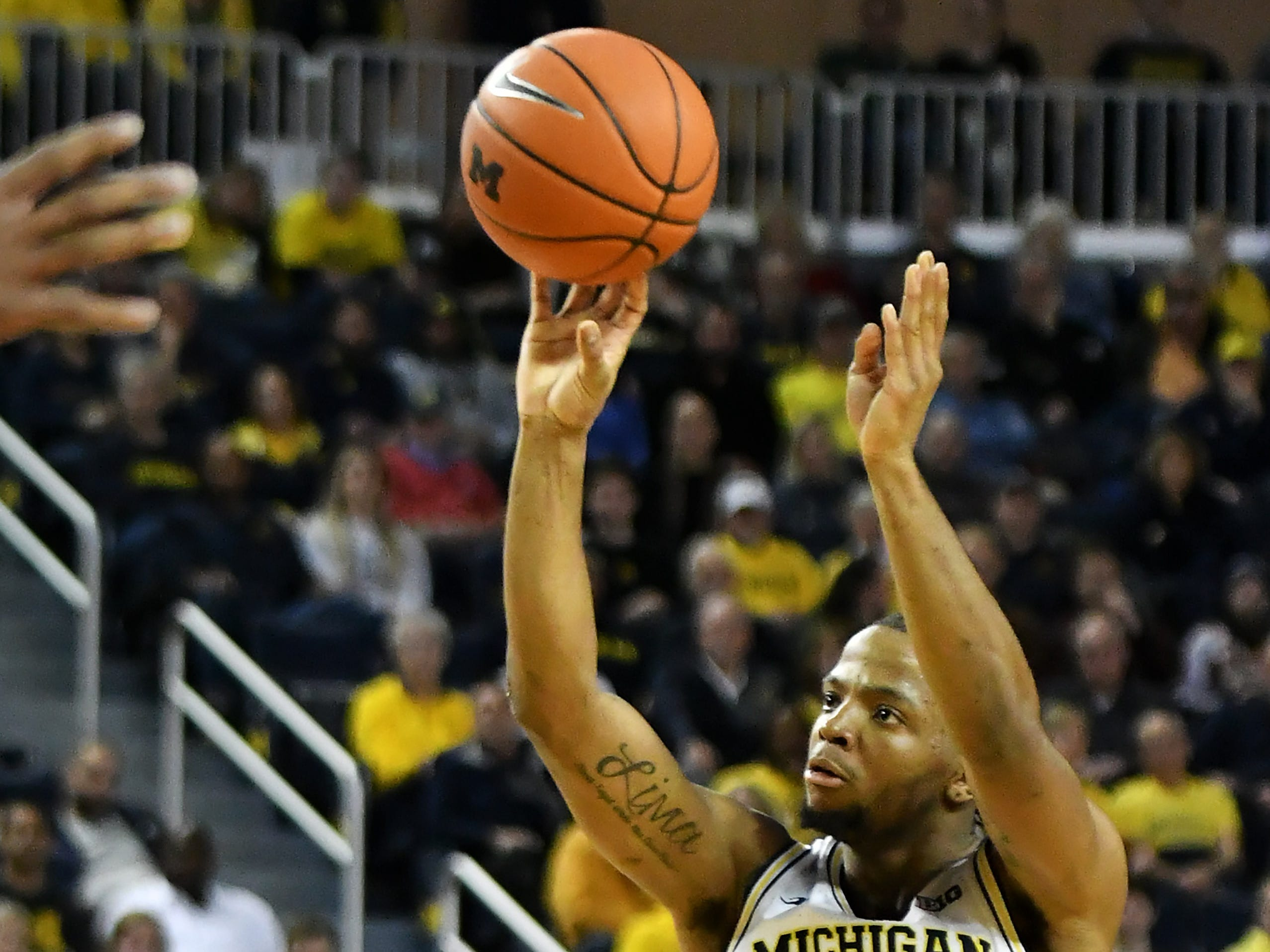 Michigan guard Zavier Simpson (3) takes and hits a three-point shot in the second half.   Michigan vs Western Michigan at Crisler Center in Ann Arbor, Mich. on Dec. 15, 2018.   Michigan wins, 70-62.(Robin Buckson / Detroit News)