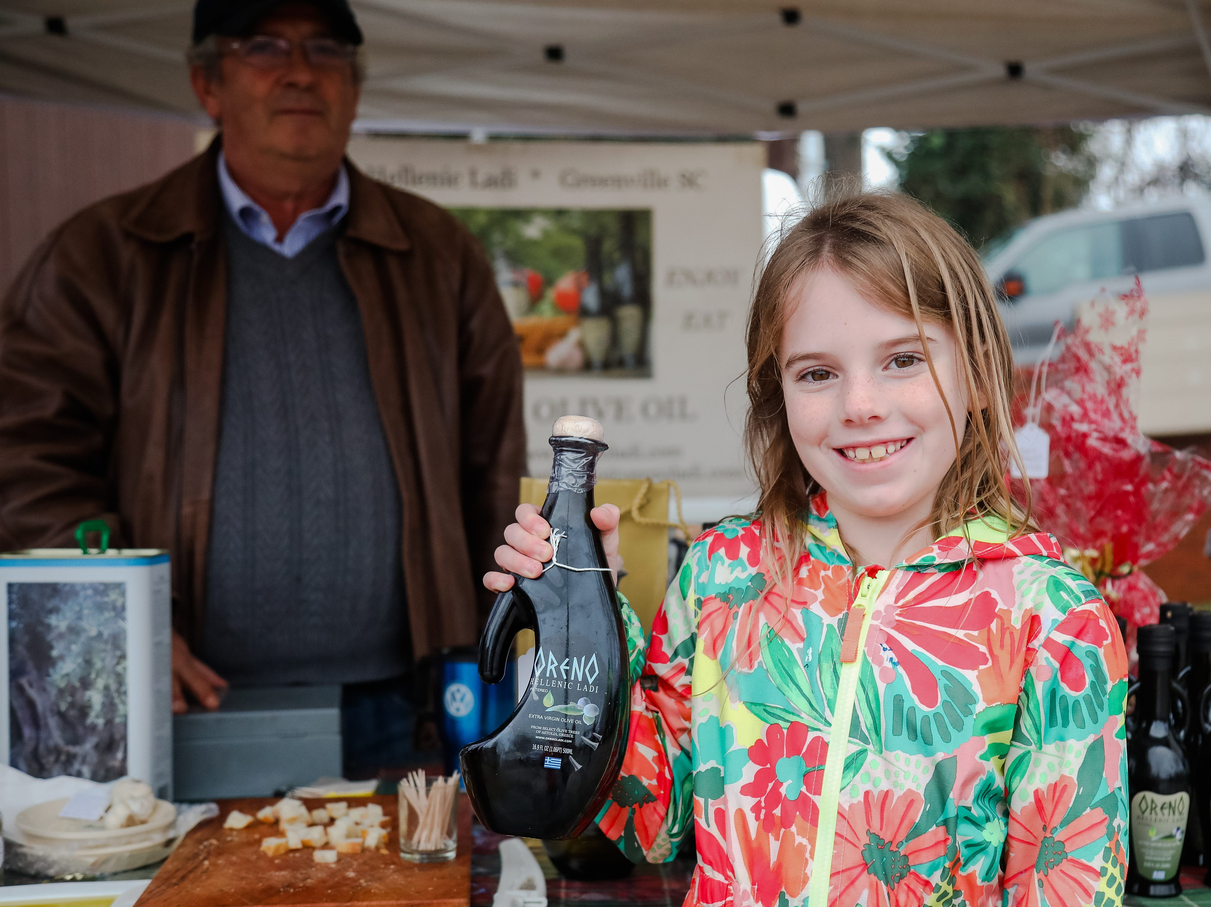 Kiera Miller (8 years old)  shows of her favorite olive oil from the Oreno Hellenic Ladi. The Swamp Holiday Flea at the Swamp Rabbit Cafe & Grocery featuring local artists, woodworkers, candle makers, potters, and dog-treat bakers.  In addition to 40+ vendors, and  music from a local acoustic band. Saturday December 15,2018