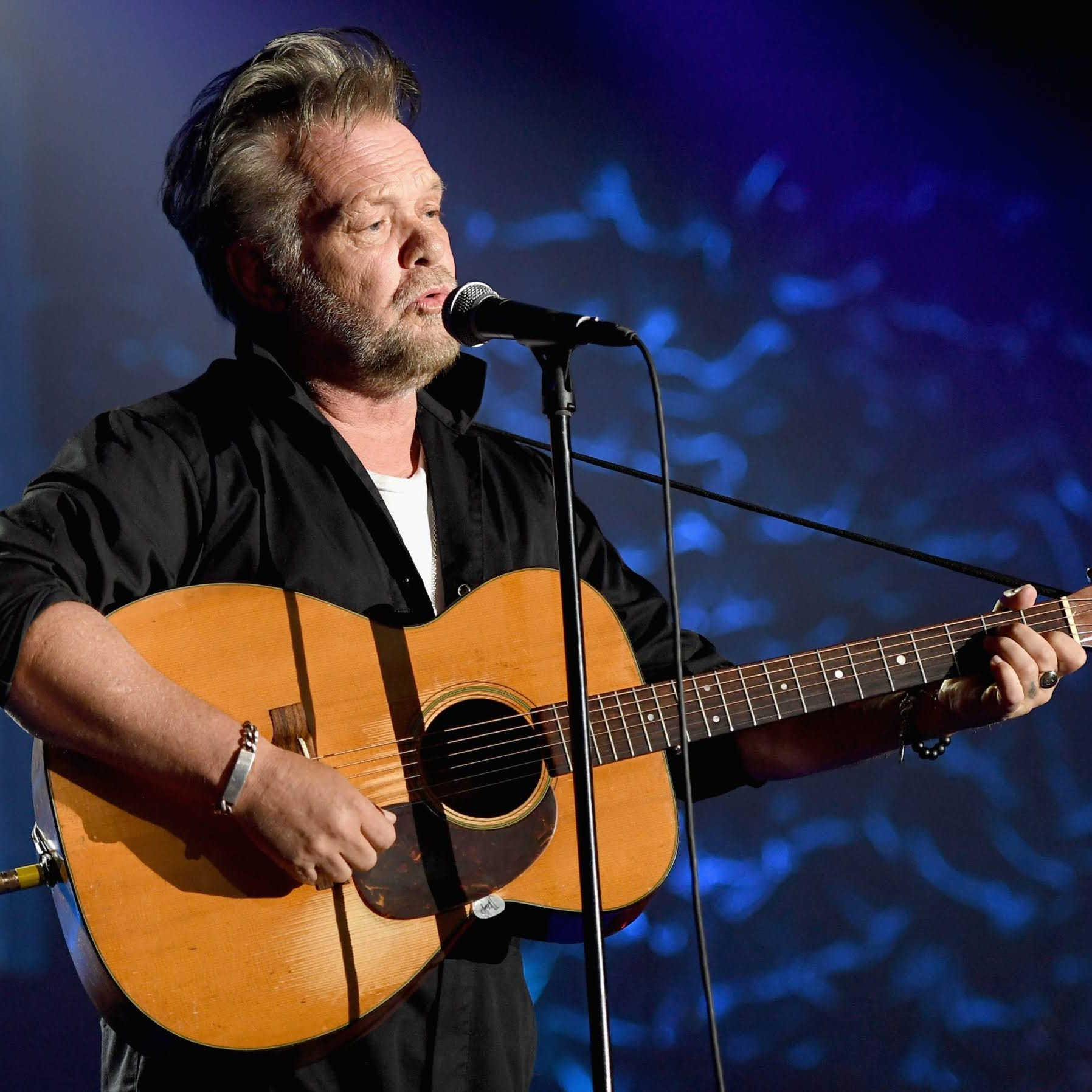John Mellencamp gets comfortable, candid at Buddhist center anniversary event
