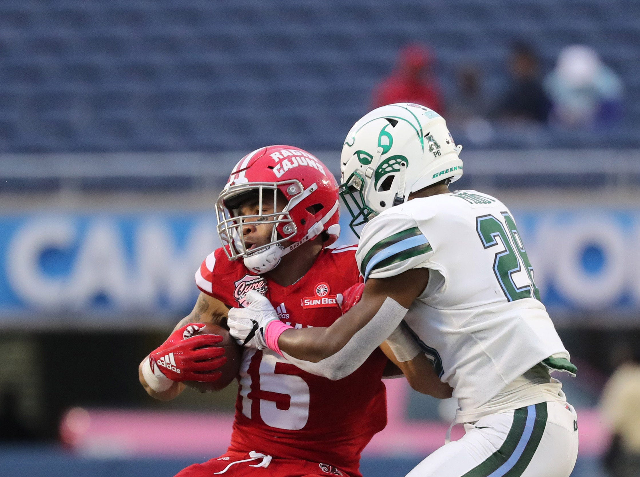 Dec 15, 2018; Orlando, FL, USA; Tulane Green Wave linebacker Marvin Moody (28)  tackles Louisiana-Lafayette Ragin Cajuns running back Elijah Mitchell (15) during the second half at Camping World Stadium. Mandatory Credit: Kim Klement-USA TODAY Sports
