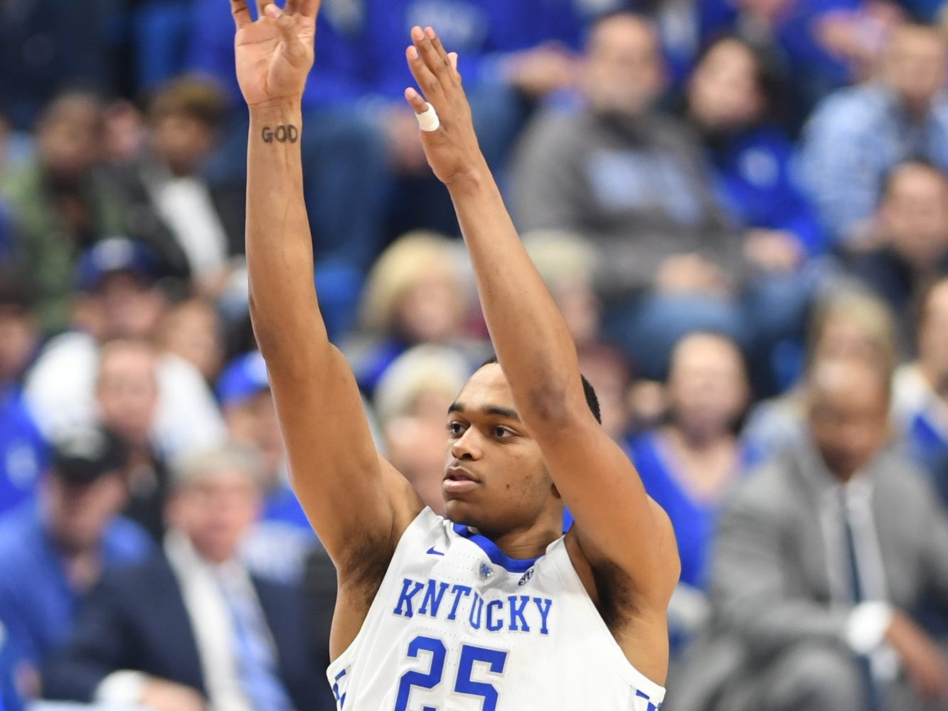 Kentucky forward PJ Washington shoots during the University of Kentucky men's basketball game against Utah at Rupp Arena in Lexington, Kentucky, on Saturday, Dec. 15, 2018.