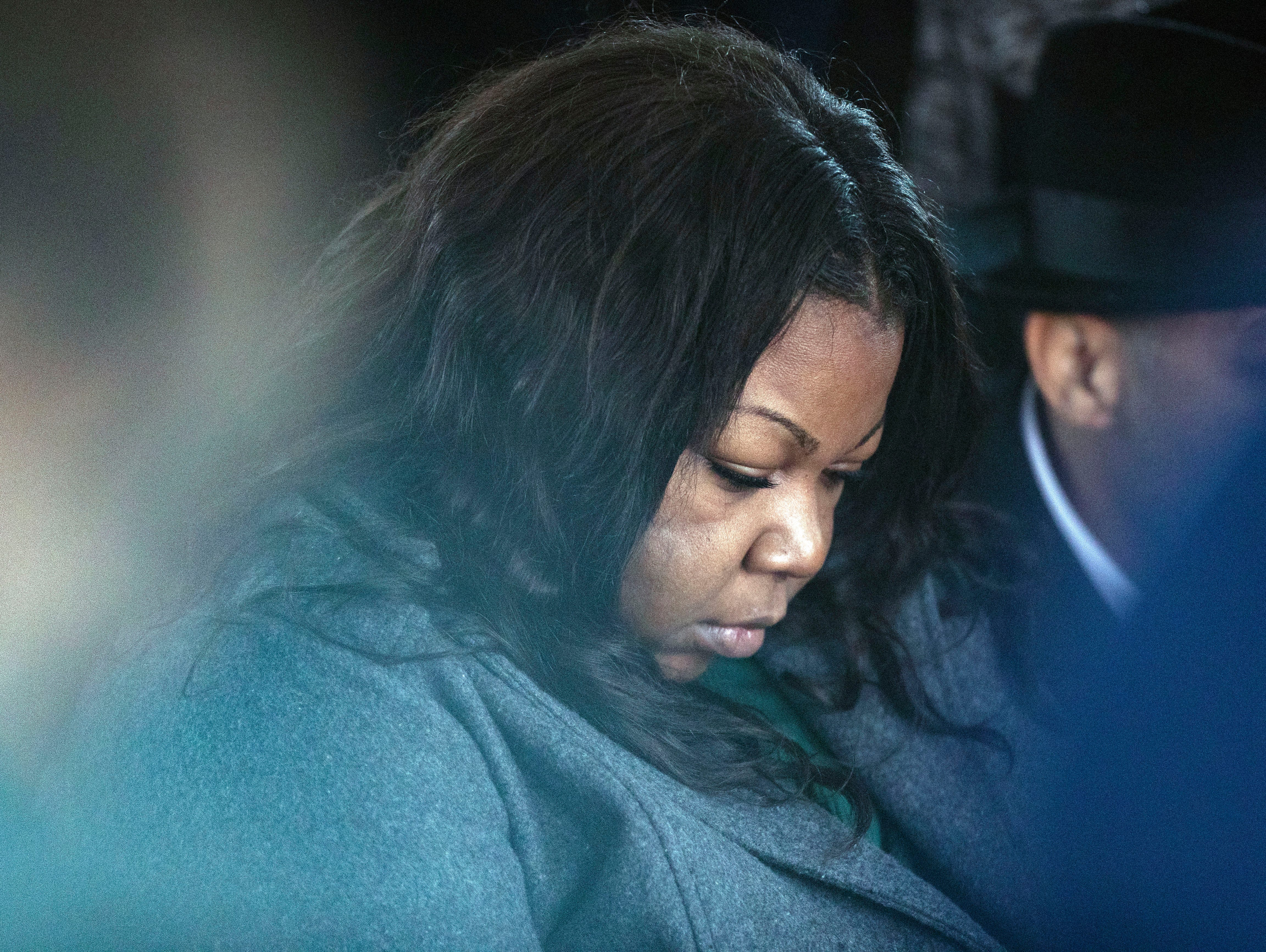 9-year-old Kameren Johnson's mother, Kemberly Lee, bows her head during a prayer, Saturday, Dec. 15, 2018.
