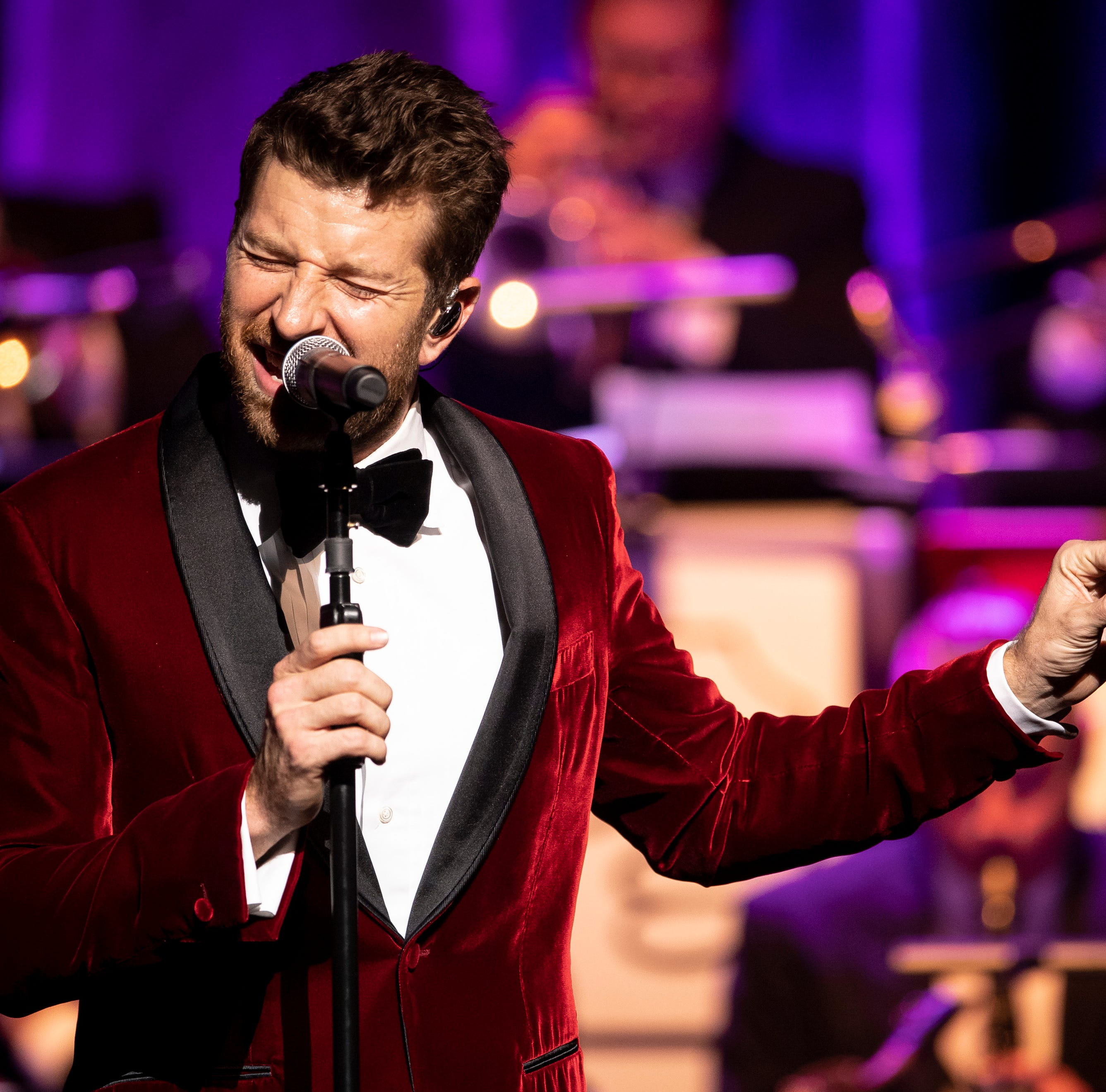Brett Eldredge glows with memories, holiday spirit at CMA Theater for Christmas