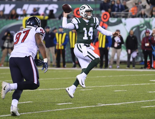 Texans at Jets at MetLife Stadium in East Rutherford on Saturday, December 15, 2018. J #14 QB Sam Darnold throws for a touchdown in the second quarter.