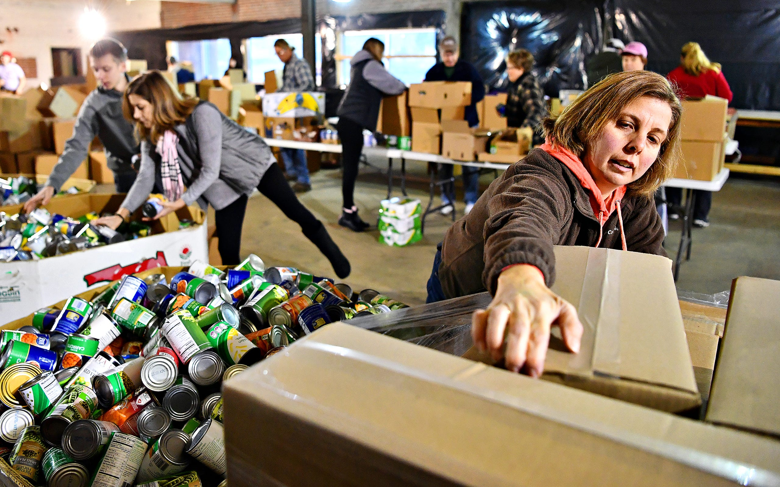Photos Volunteers Fill Holiday Meal Boxes At York County