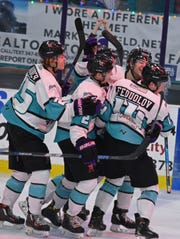 Gueorgui Feduolov sparked the Shreveport Mudbugs' four-goal barrage en route to a victory Thursday at Corpus Christi.