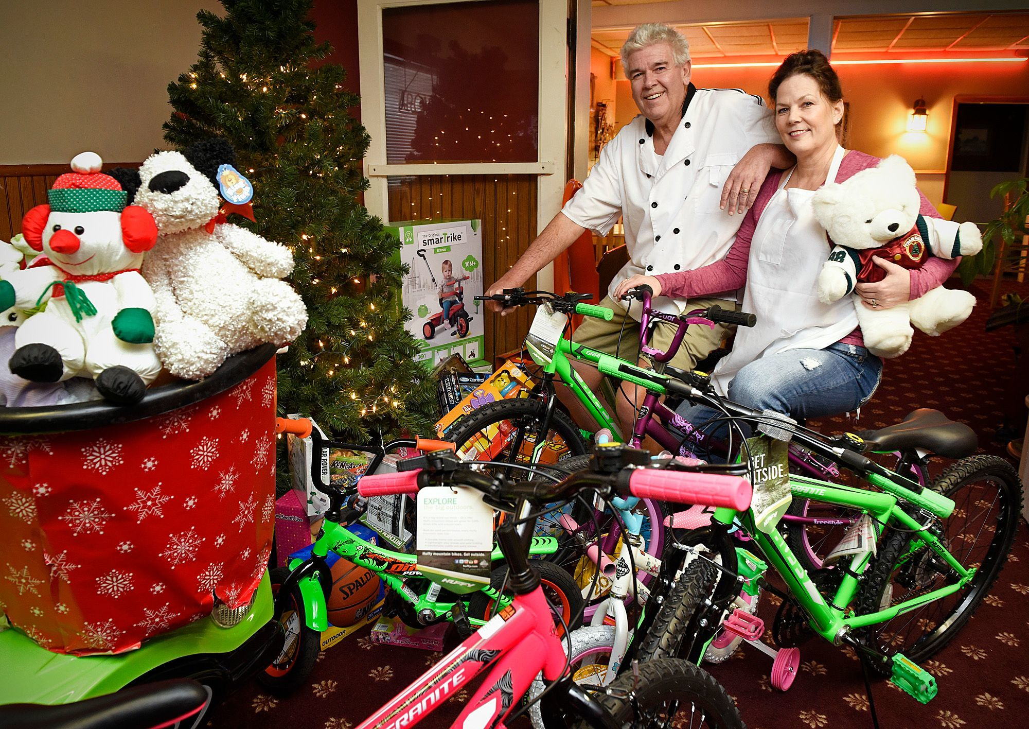 Charlie and Candace Peterka of Charlie's Pizza get ready Monday, Dec. 21, 2015 for their annual free Christmas Day meal at their restaurant in Little Falls. The Peterkas are also collecting toy and bikes to give away to children.