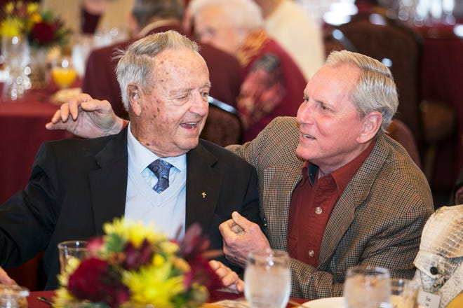 Bobby Bowden and T.K. Wetherell share a laugh at the FSU Alumni Association Banquet in 2014.