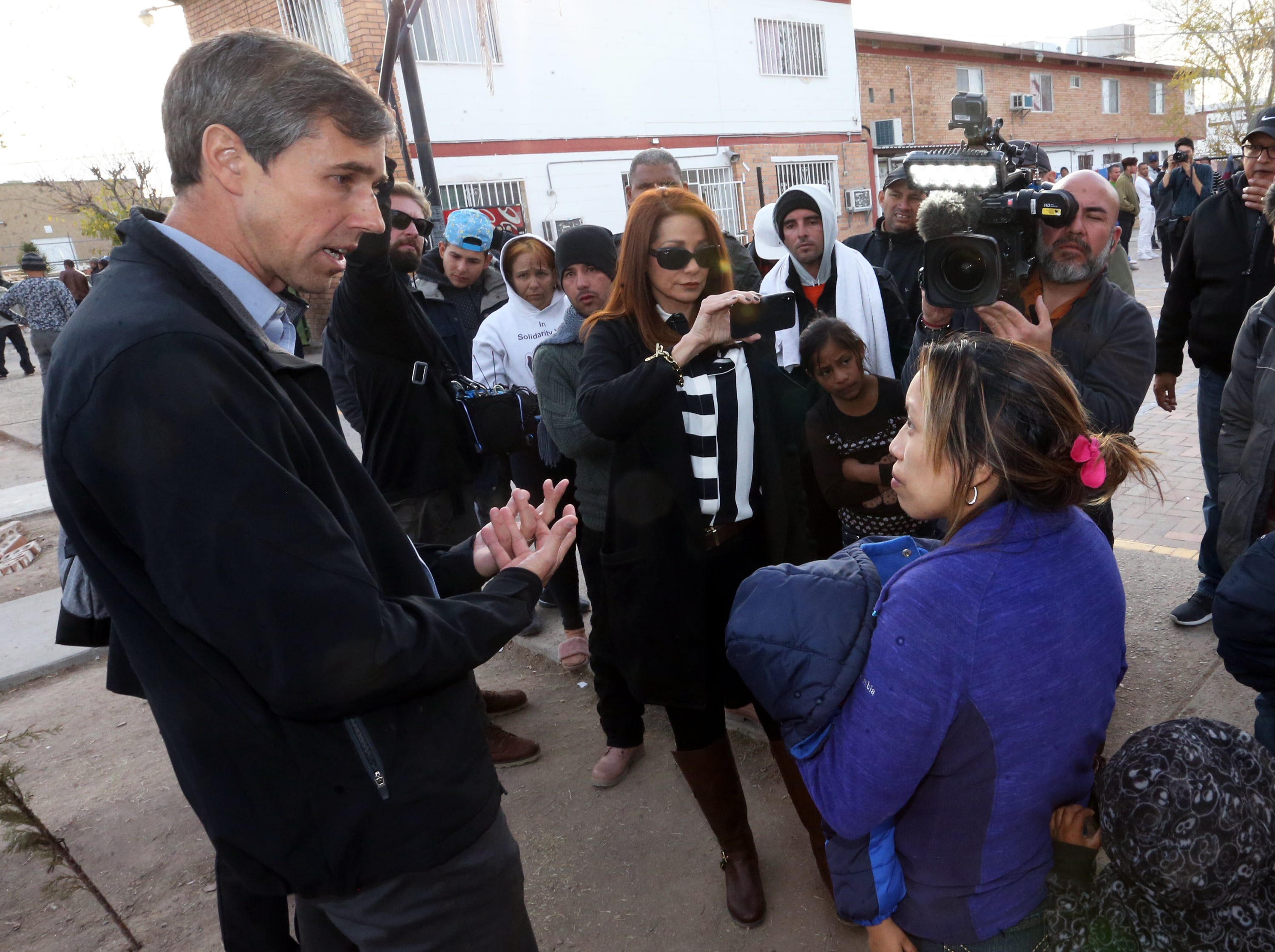 U.S. Rep. Beto O'Rourke talks with a migrant mother at Case del Migrante shelter in Juarez Friday.