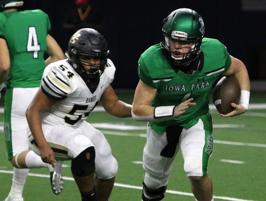 Iowa Park's Trent Green runs out of the backfield against Pleasant Grove in the Class 4A Division II semifinal Friday, Dec. 14, 2018, at the Ford Center in Frisco.