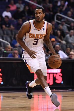 Phoenix Suns forward Trevor Ariza (3) handles the ball in the first half against the LA Clippers at Talking Stick Resort Arena.