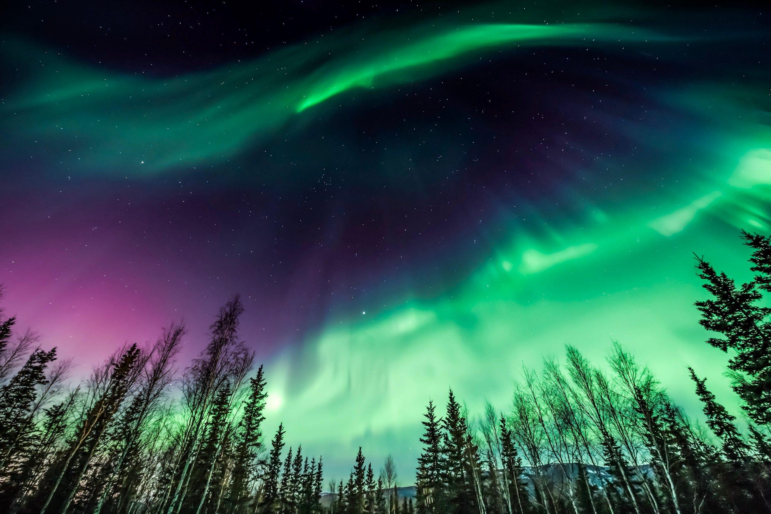 Face check: Photo captures a fluorescent light, not aurora borealis