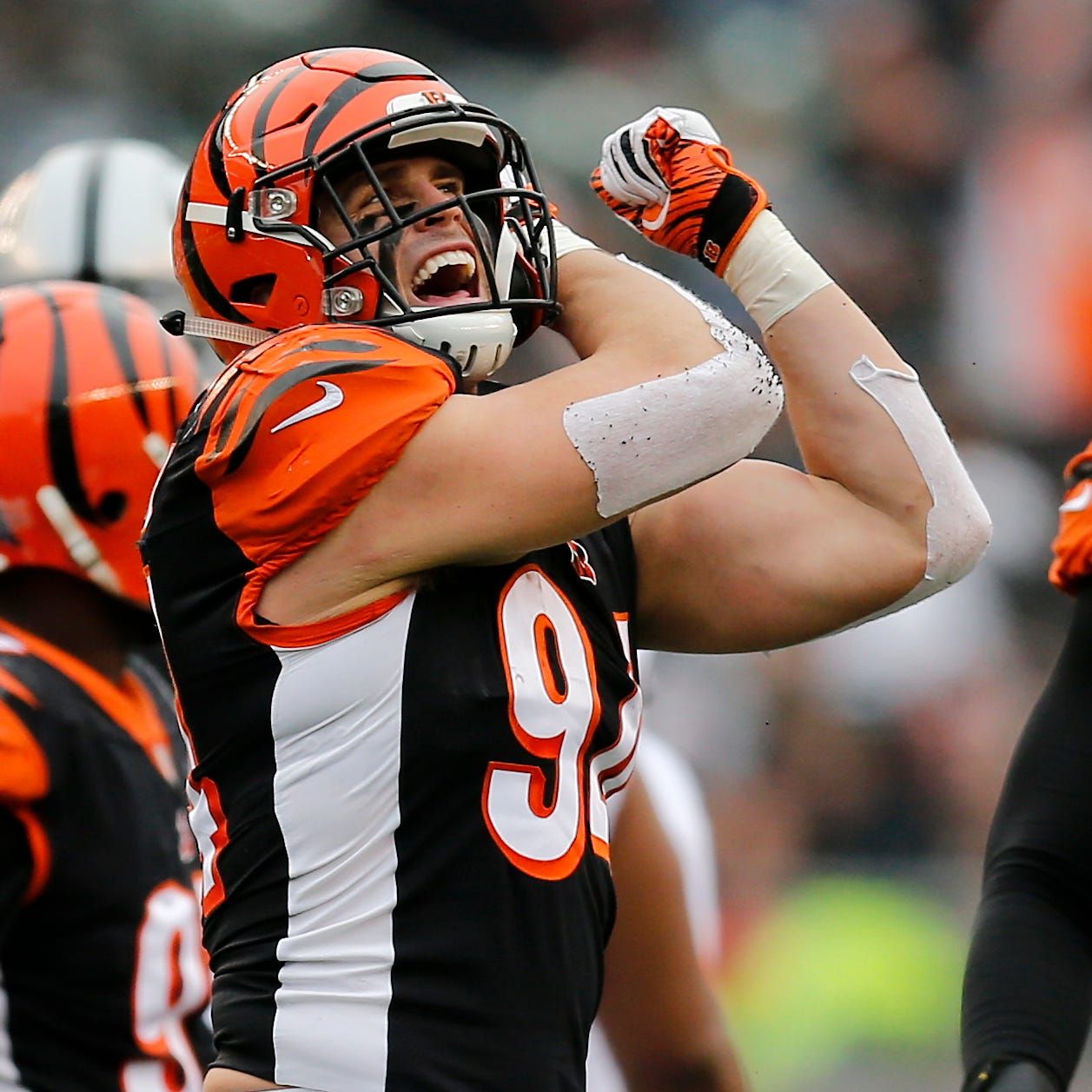 Sam Hubbard stars in three phases in Cincinnati Bengals win against Oakland Raiders