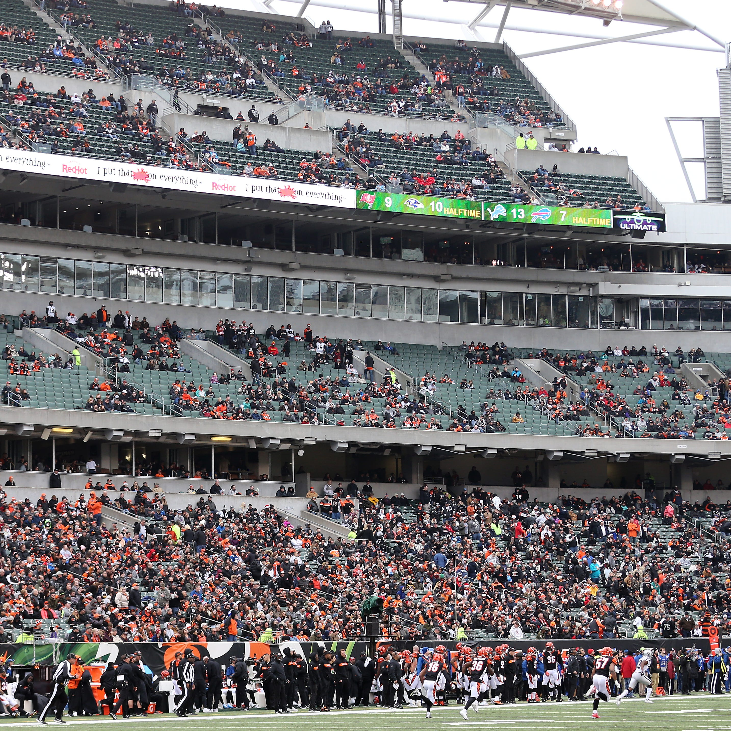 Paul Daugherty: What's the sound of one hand clapping? Cincinnati Bengals beat Oakland Raiders