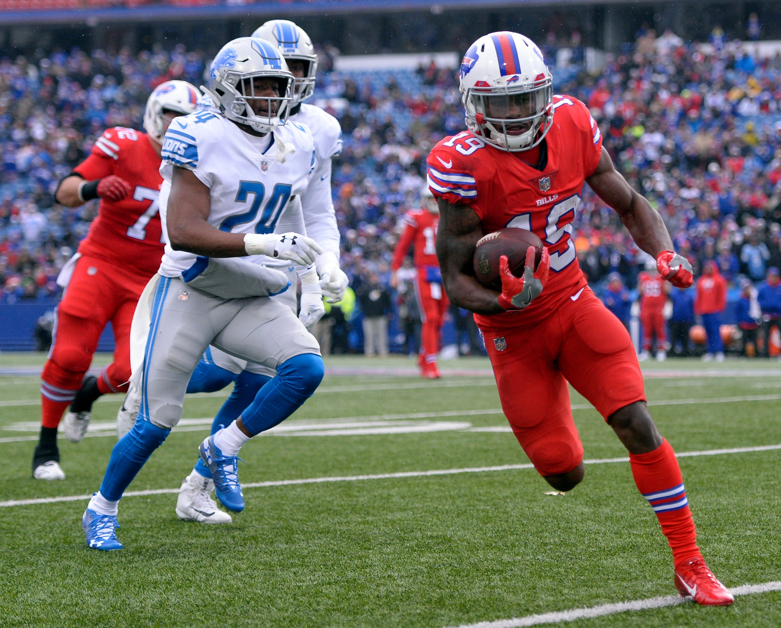 Bills wide receiver Isaiah McKenzie, right, rushes during the first half on Sunday, Dec. 16, 2018, in Orchard Park, N.Y.